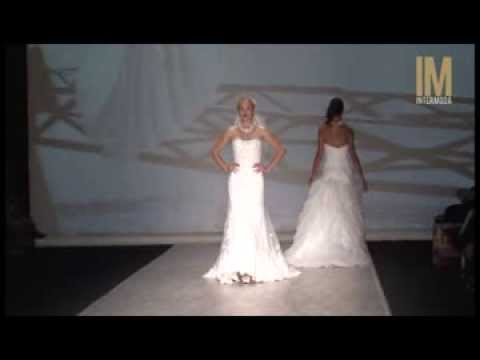 Défilé PRONUPTIA - Robes de mariée Collection 2014 - YouTube