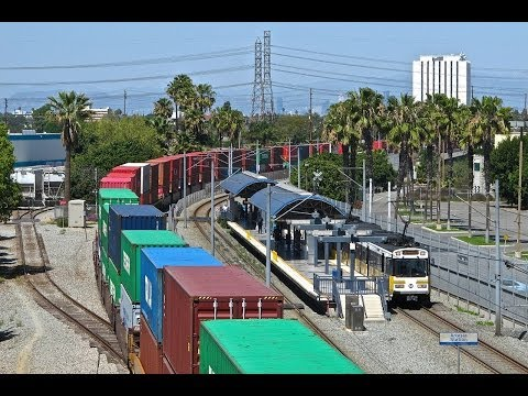 Union Pacific Stacker Detoured Over Wilmington Sub