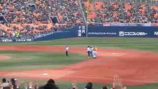 2015年4月4日、横浜スタジアムでの横浜DeNAベイスターズ対東京ヤクルト...