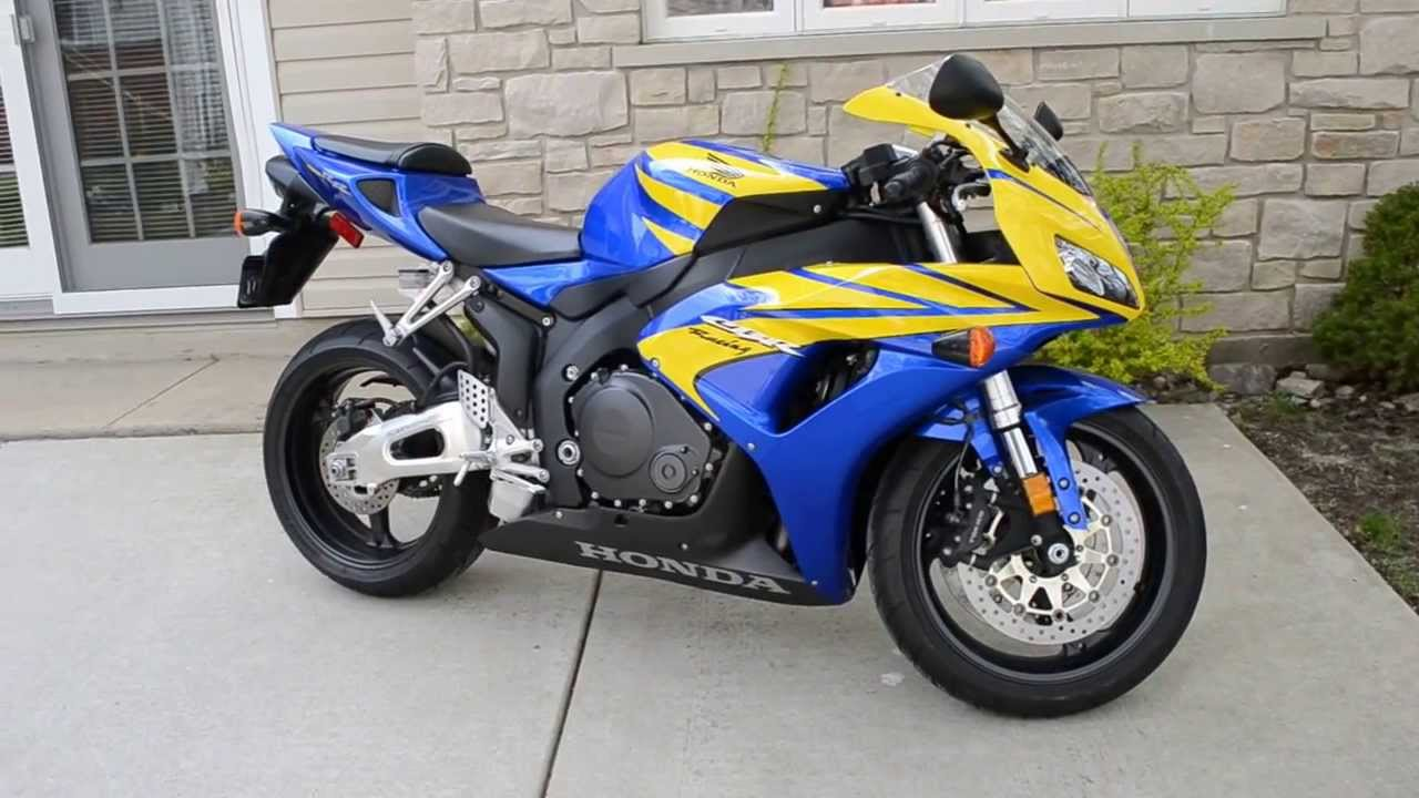 2006 Honda CBR1000RR Blue and Yellow Stock Idle and Reving - YouTube