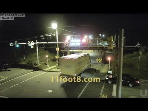Truck runs light and rips off roof at the 11foot8 bridge