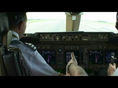 Pilot's 1st Time on 747-400 does Touch & Go!!