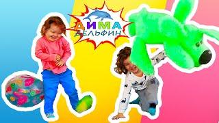 ДЕТИ ИГРАЮТ в бой игрушками / весёлые развлечения и игры дома