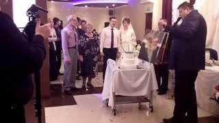 Вынос свадебного торта.