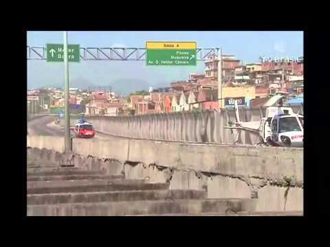 eeb67af062 Caminhão derruba passarela e mata quatro pessoas na Linha Amarela -  Repórter Rio