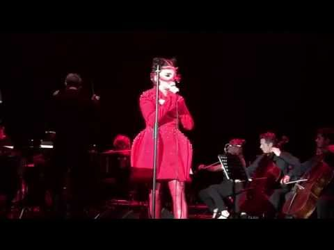 Bjork - Bachelorette (Live @ Eventim Apollo London, England 09/24/2016)