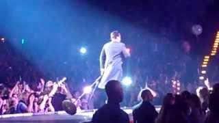 Robbie Williams - Intro + Shine My Shoes (live@o2 World Hamburg)