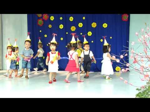Nhảy múa đội kèn tí hon Trường mầm non Hoa Hồng Đỏ