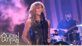 Jennifer Nettles Performs Falling on The Queen Latifah Show