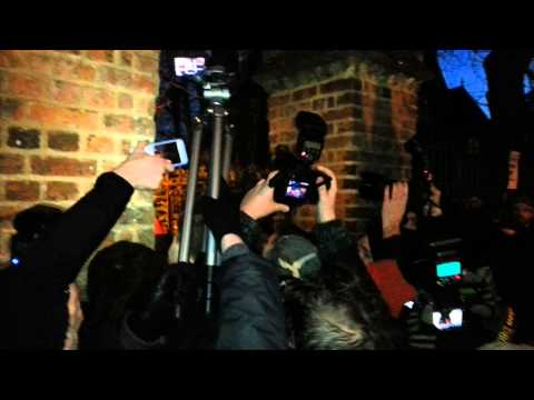 Marine Le Pen protesters try to force their way into the Oxford Union | Channel 4 News