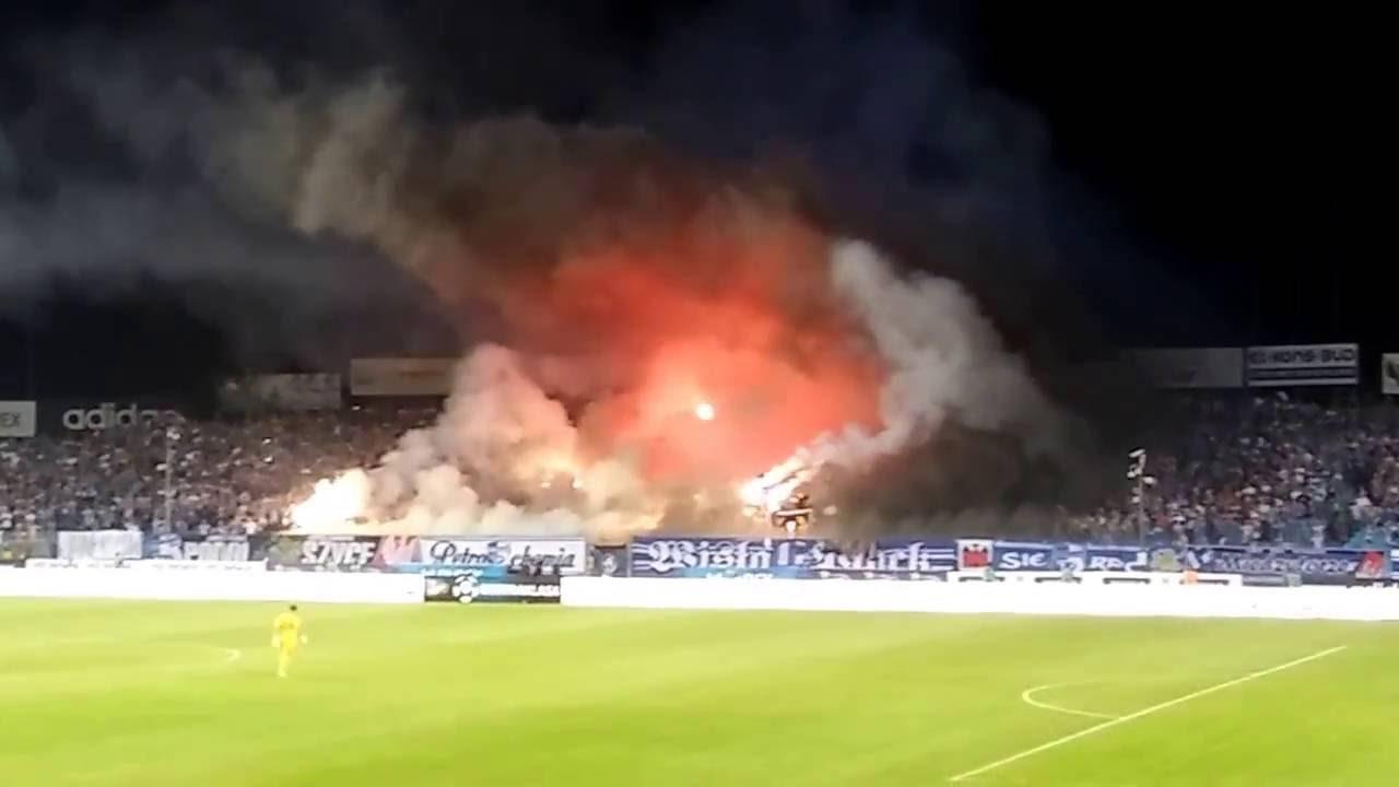 4781feb1a Wisła Płock - Legia Warszawa cała 2 oprawa Wisły. [HD] - YouTube