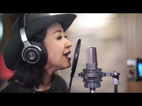 Astrid - Jadikan Aku Yang Kedua Live @ SAE Institute Jakarta