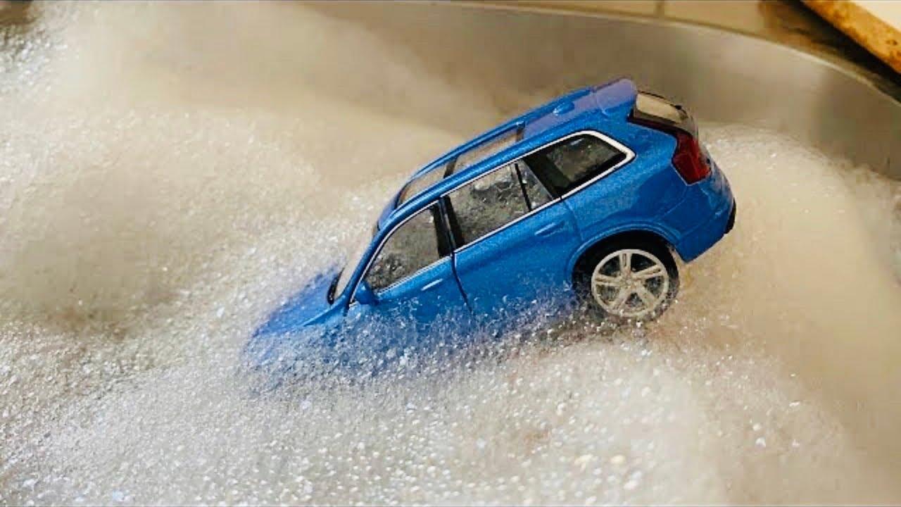 Download Various Cars Sinking in Foam and getting washed - Olika Bilar Sjunker ner i skumbad