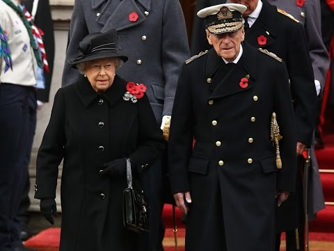 Queen Elizabeth Bravely Attends Remembrance Sunday ...