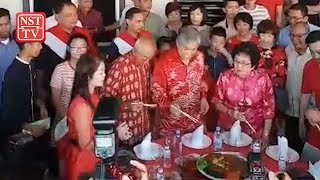 Zahid continues CNY tradition of visiting old friend in Bagan Datuk