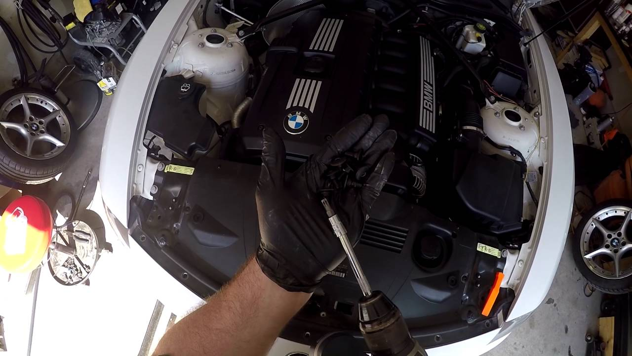 Bmw Z4 E85 2008 Front Emblem Replacement Removal Youtube