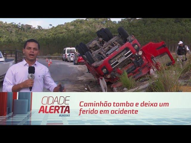 Caminhão tomba e deixa um ferido em acidente próximo à Usina Cachoeira do Meirim
