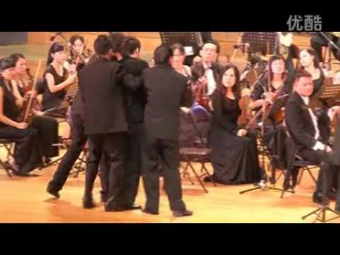 Violinist Chuanyun Li collapsed on stage