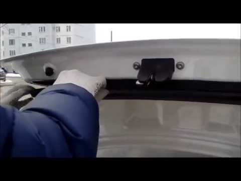 Разбираем обшивку багажника на Фольцваген Поло седан