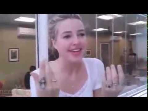 American Jennifer sings in Tamazight
