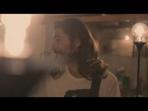 'The Night Is Still Young' – Albumdebut Auf Wemakeit.com