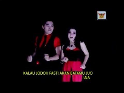Devino Rhamos & Puti Qirana ( Bujang Lapuak ) Cipt. Nelson's