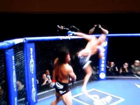 Anthony Pettis Kick Off Cage