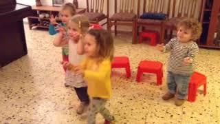 В Музыку Шаг за Шагом: 1 Первые шаги - зарядка