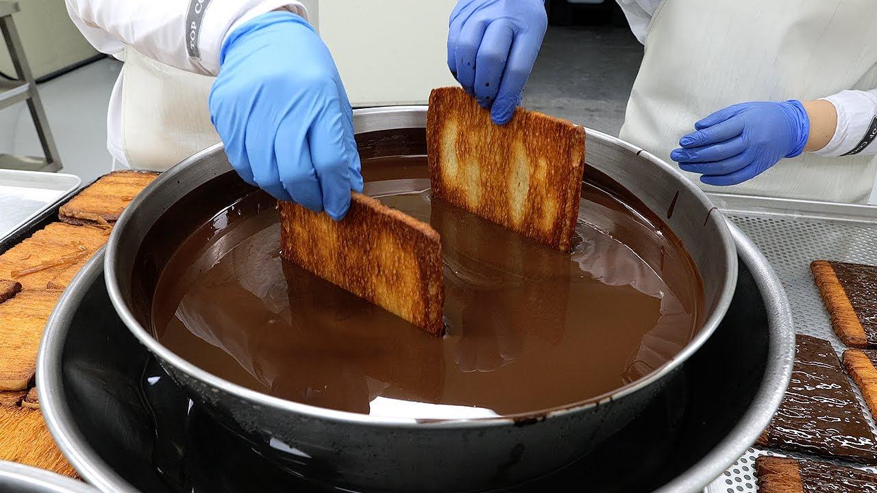 1,000겹 이상 겹쳐진 초코 퐁당 쿠키 / over 1,000-ply of chocolate cookies / korean dessert factory