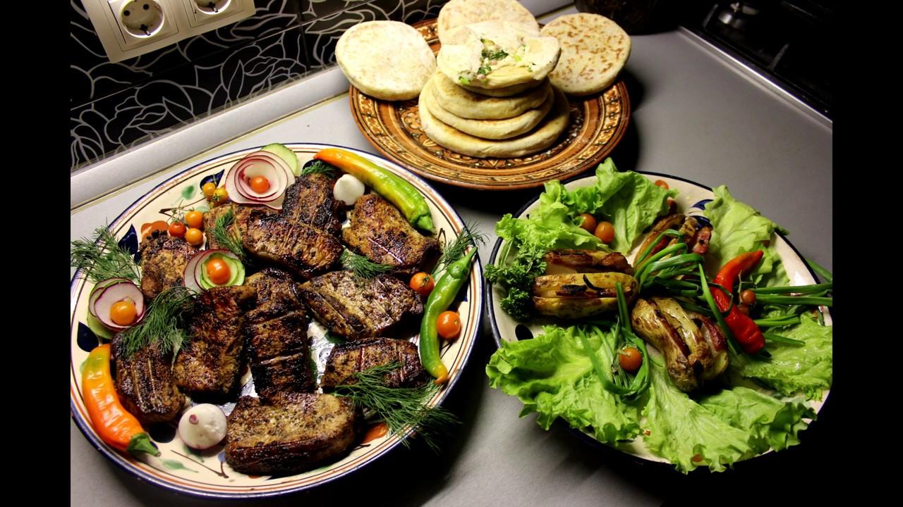 Мясо на углях  Лепёшки на сухой сковороде, картошка с сальцом в фольге
