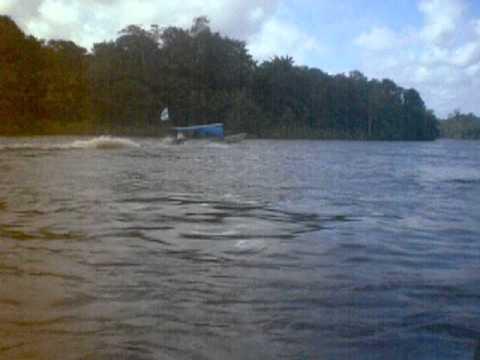 Guayana Francesa Brasil  Cruzándo frontera en barca por el río Oyapock Oiapoque  2014
