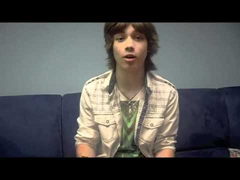 M Exclusive Video: Leo Howard's dorkiest moment!