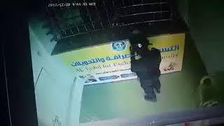 مسلحون حوثيون بزي عسكري ينهبون ملايين الريالات من محل صرافة وسط صنعاء