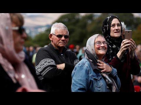 شاهد: سلسلة بشرية لحماية المسلمين المصلين في نيوزيلندا …  - نشر قبل 2 ساعة