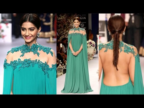 Sonam Kapoor at IIJW Fashion Week 2015 | Day 1 Full Video