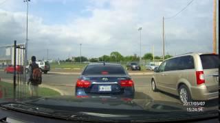 Baixar Speeding SUV almost crashes in a school zone