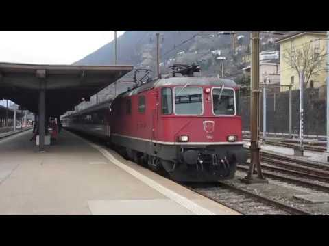 Switzerland: SBB Re 4/4 II (Class 420) electric locos in action on the Gotthard Pass route