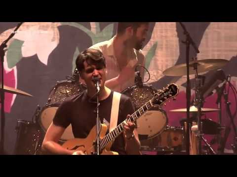 Vampire Weekend - Finger Back (Live at Le Zénith 2013)