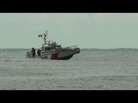 Raw: Search resumes for missing Toronto boater along Ajax waterfront