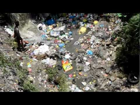 """""""Recycling"""" in Kathmandu - ecological disaster. """"DIRTY """"RIVER"""""""