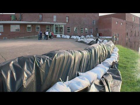 Faribault Rallies To Fight Flooding