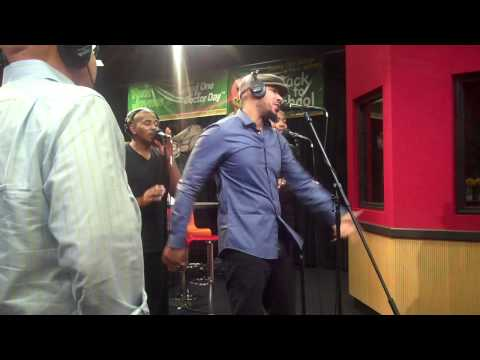 Lyfe Jennings performs Rock & Never Never Land while visiting the Red Velvet Cake Studio