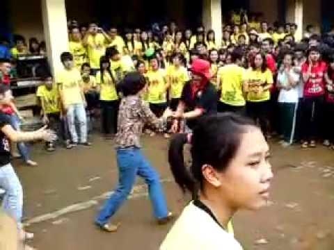 [iSchool Nha Trang] Thầy cô và học sinh giao lưu nhảy hôm 26_3 - Phần 1.flv