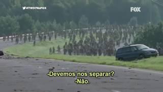 The walking dead- Michonne e Rick matam zumbis de carro