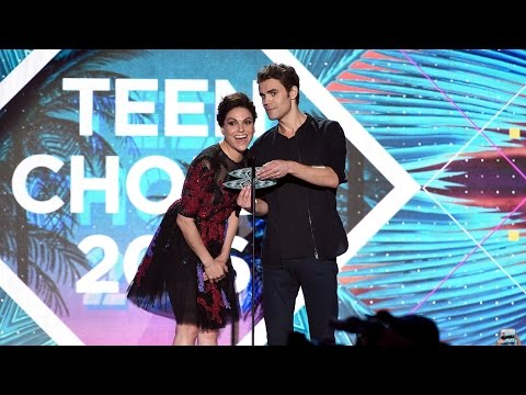 Lana Parrilla and Paul Wesley presenting Fuller House at Teen Choice Awards