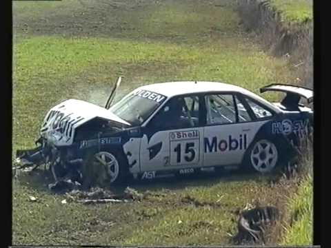Lowndes and Bowe crash