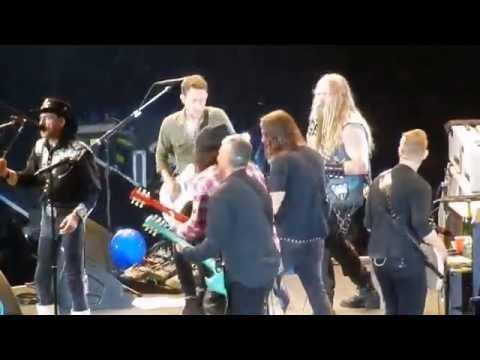 The Foo Fighters w Lemmy Slash Zakk Wylde playing Chuck Berry Let it Rock The Forum 1/10/15