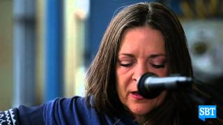 PRESS PLAY: Carlene Carter - It Takes One To Know Me