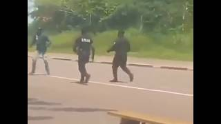 How A Police Officer Takes Down Machete Wielding Man Without Killing Him