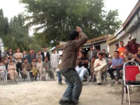 pure local dance hussain hunza ali abad.MOV